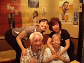 ももちゃんと橋本さんご夫妻と記念写真
