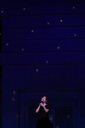 2010年7月4日 東京FMホール「Ninna nanna」をミラーボールの光の中で歌う純子さんです。