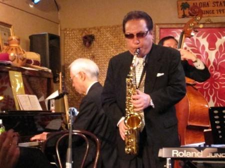河村先生のサックスとクラリネットにサポートするミュージシャンの豪華メンバー!