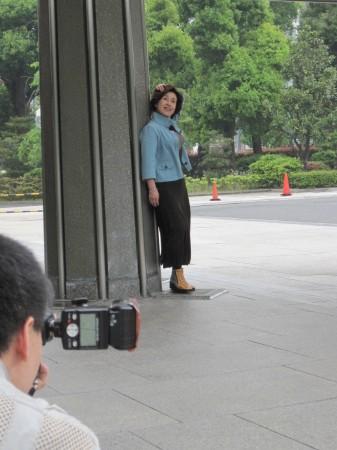 中日新聞社の玄関にて撮影